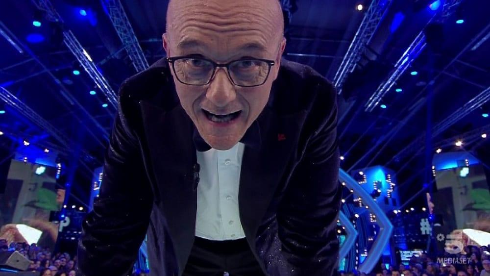 AscoltiTV 17 gennaio 2020 · Dati Auditel con la nuova sfida tra Il Cantante Mascherato e GFVip, Quarto Grado e Aspirante Vedovo.Strisce di Amici19 e GFVip