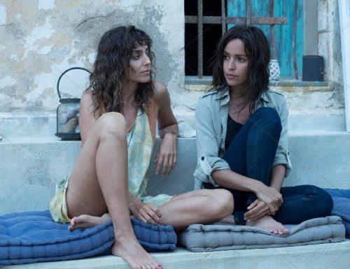 Fictionerò: Il molo rosso 2, prima puntata. Con Alvaro Morte, Irene Arcos e Verónica Sánchez, in prima tv su Rai2