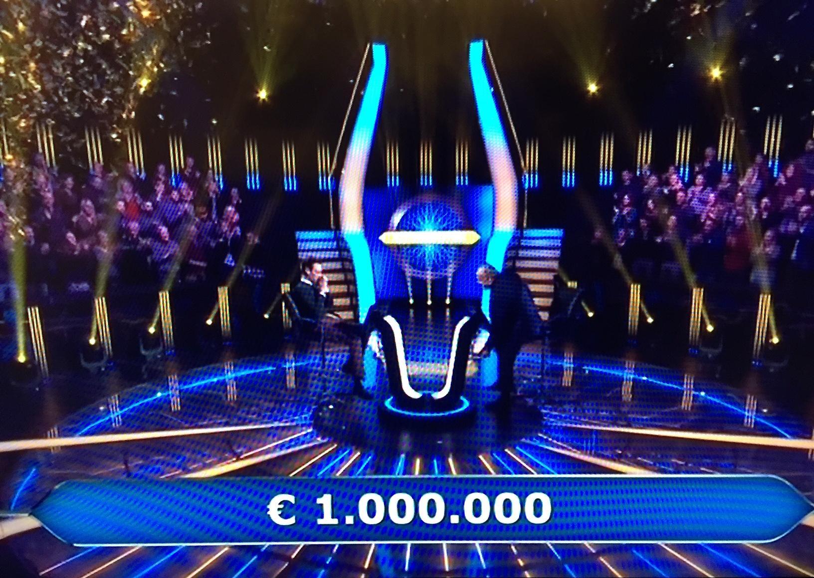 Live 12 febbraio 2020: Chi vuol essere milionario terza puntata su Canale 5