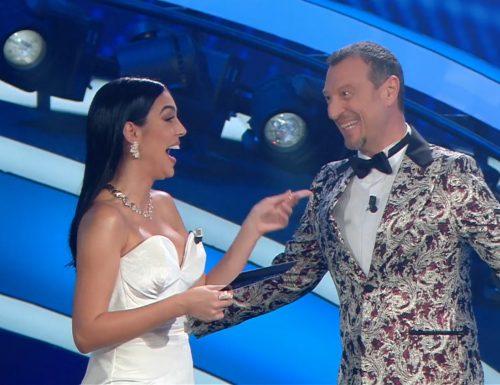 AscoltiTV 6 febbraio 2020 · Dati Auditel di giovedì: Sanremo 3ª serata (54,53%), Sconnessi (5,56%) e Dritto e rovescio (3.71%). Amici (17,37%), GFVip (18,76%) e Sanremo nell'access (31,78%+41,37%)