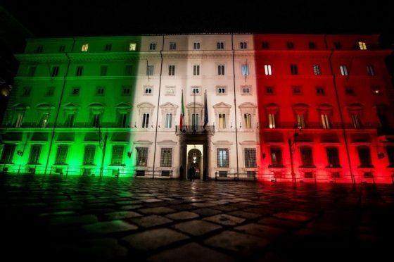 Alle 12 bandiere a mezz'asta e minuto di silenzio in tutta Italia: anche Rai e Mediaset aderiscono