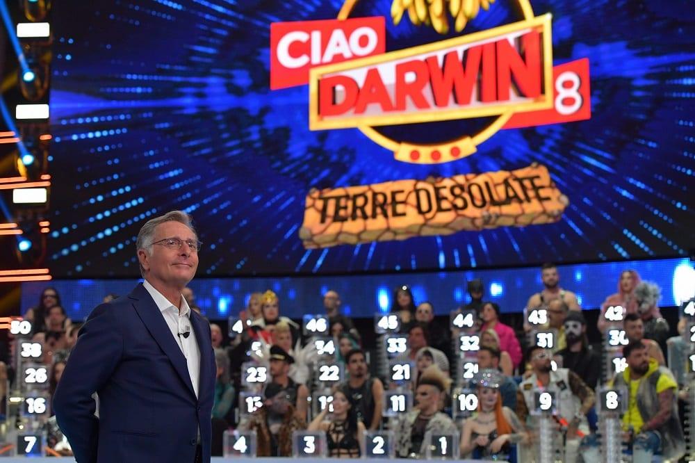 Doppio live sabato 21 marzo 2020: VivaRayPlay vs Ciao Darwin primo atto. Fiorello, in onda su Rai1, sfida Paolo Bonolis, in onda su Canale5