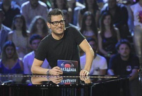 Su Tv8 arriva un nuovo game show musicale: alla conduzione Enrico Papi, ecco le indiscrezioni