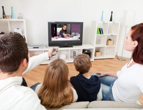 """La televisione come """"rifugio"""" ai tempi del #coronavirus: più persone davanti la tv in queste settimane"""