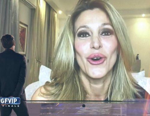 """Adriana Volpe a SuperGuidaTV: """"Piena di entusiasmo per il nuovo impegno a Tv8. Opinionista al GF Vip? Perché no?"""""""