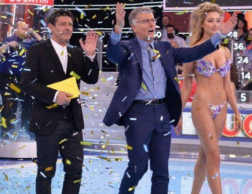Doppio live sabato 30 maggio 2020 · Gigi: Questo sono io vs Ciao Darwin 7 La Resurrezione. Gigi D'Alessio (su Rai1) vs Paolo Bonolis (su Canale5)
