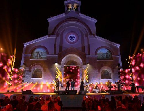 Live 11 luglio 2020: Una Voce per Padre Pio 2020. Con Flavio Insinna, Nino Frassica e Nathalie Guetta, in prime time su Rai1