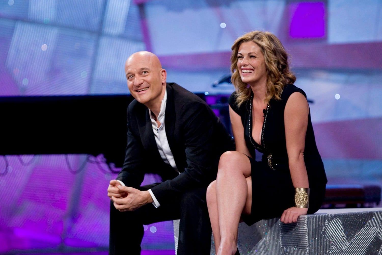 Live 6 agosto 2020: Zelig Prima puntata. Un tuffo nel passato per lo show comico condotto da Claudio Bisio e Vanessa Incontrada, su Canale5
