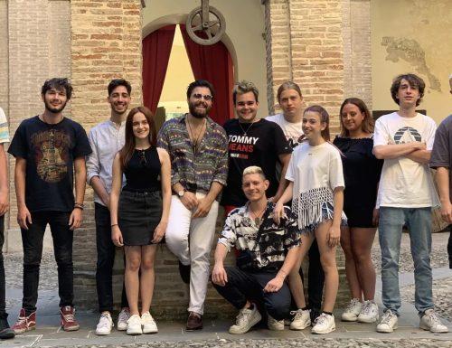 Stasera su Rai2 torna l'appuntamento con il Festival di Castrocaro: alla conduzione Stefano De Martino