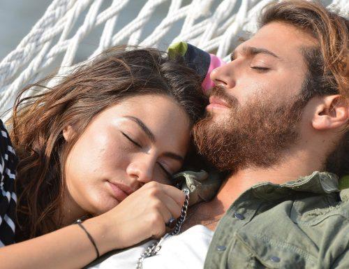 #DemetÖzdemir, l'altra metà di #Daydreamer, che con #CanYaman condivide il successo della serie di Canale5. Conosciamola meglio…