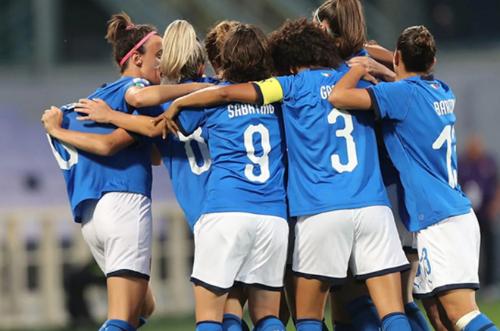 Alle 17.30 su #Rai2 c'è #ItaliaDanimarca, partita chiave del girone verso l'Europeo