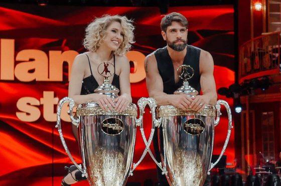 Gilles Rocca e Lucrezia Lando vincono #BallandoConLeStelle 2020. Paolo Conticini ed Alessandra Mussolini sul podio