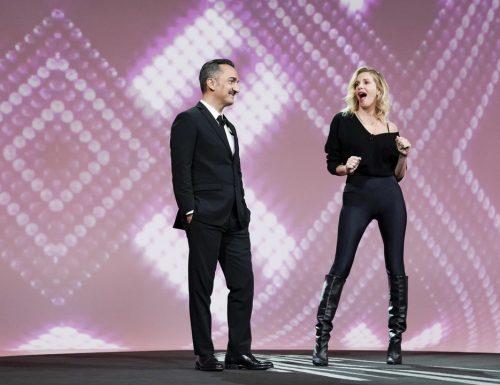Live martedì 17 novembre 2020 · Le Iene Show 2020, tredicesimo appuntamento. Ideato da Davide Parenti, in onda in prime time su Italia1