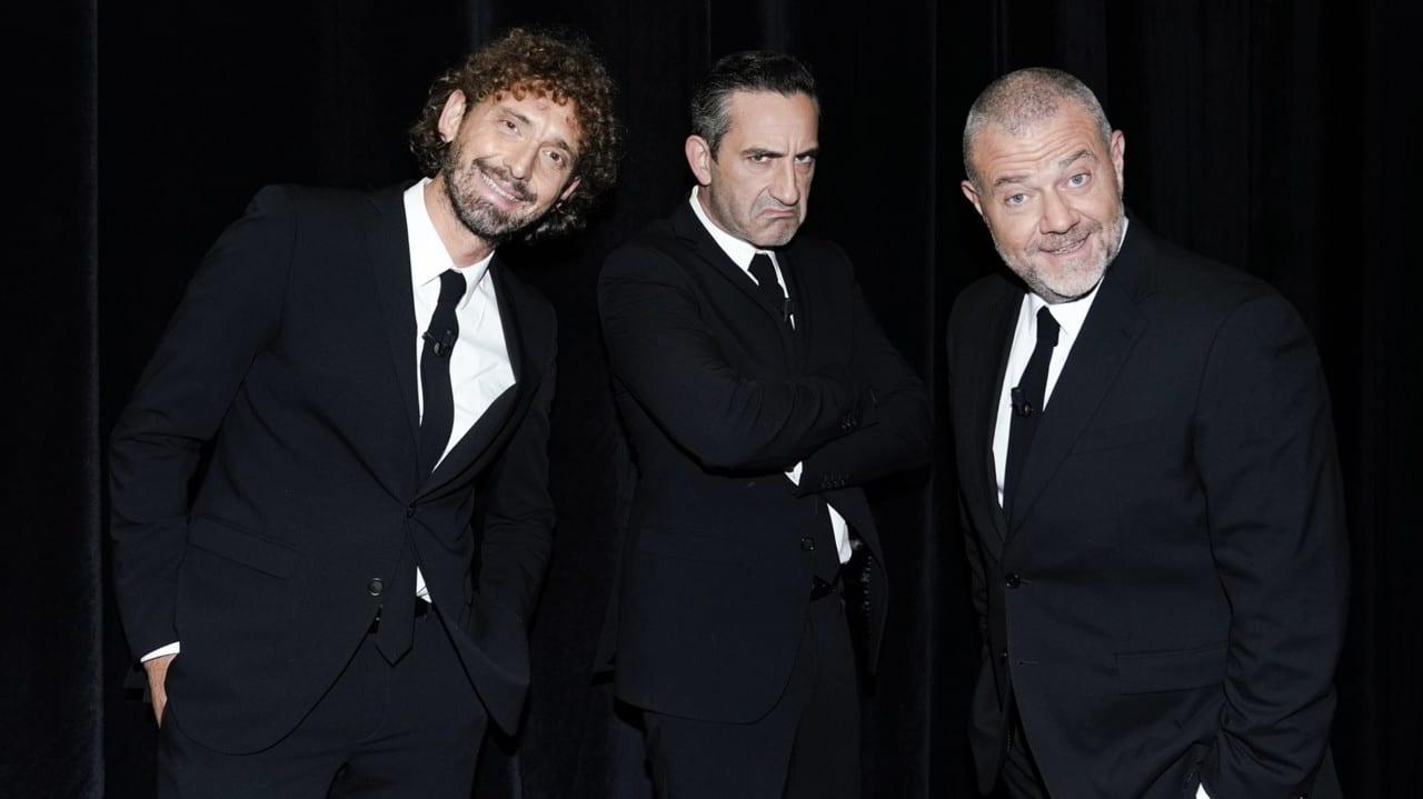 Live giovedi 26 novembre 2020 · Le Iene Show 2020 sedicesimo appuntamento. Ideato da Davide Parenti, in onda in prime time su Italia1