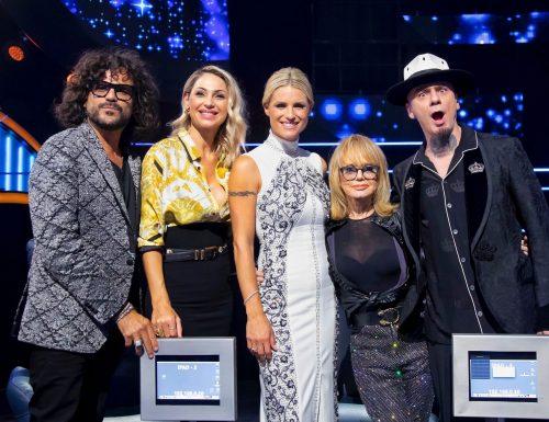 Live 4 novembre 2020 · All Together Now 2020, prima puntata. Parte la gara canora condotta da Michelle Hunziker, in prima serata su Canale5