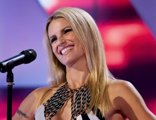 Live 11 novembre 2020 · All Together Now 2020, seconda puntata. Continua la gara canora condotta da Michelle Hunziker, in prime time su Canale5