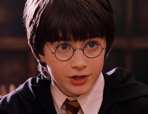 CinemaTivu: Harry Potter e la pietra filosofale (Usa/Uk 2002), con Daniel Radcliffe, Rupert Grint ed Emma Watson, in prime time su Canale5