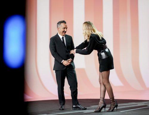 Live martedì 15 dicembre 2020 · Le Iene Show 2020, ventunesimo appuntamento. Ideato da Davide Parenti, in onda in prime time su Italia1