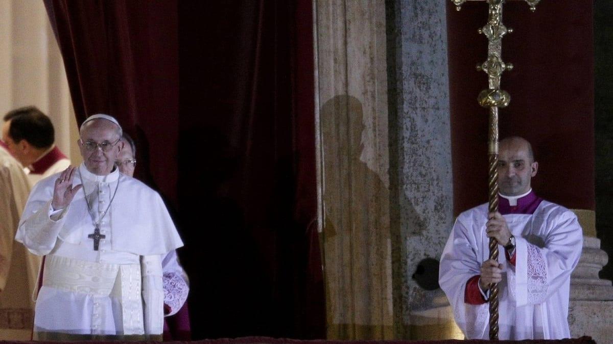 AscoltiTV 10 gennaio 2021 · L'intervista a Papa Francesco, Che Dio ci aiuti, Chiamatemi Francesco, Che tempo che fa, Non è L'arena e Guardiani della Galassia, Gfvip
