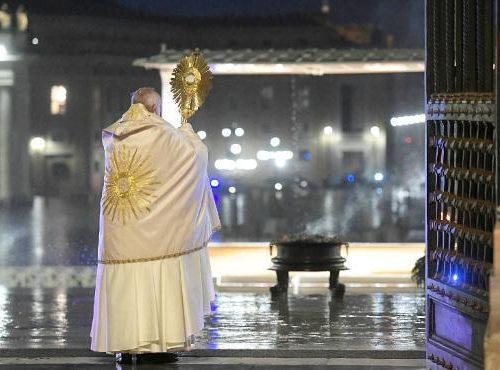 Intervista esclusiva mondiale a Papa Francesco. Alle 20.40 su Canale5, il Tg5 intervista il Papa. Segue il film tv Chiamatemi Francesco
