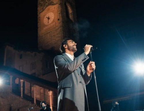"""Stasera su #Rai1 """"21.02.2020 – 21.02.2021 L'anno che verrà"""": evento speciale con Marco Mengoni"""