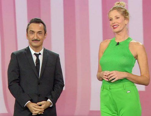 """Savino: """"Domani torna #leiene, ci saranno tanti scherzi. Quest'anno #Sanremo2021 lo guardo da casa"""""""