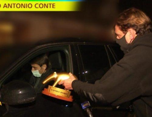 Stasera a Striscia la notizia Valerio Staffelli consegnerà il Tapiro d'oro ad Antonio Conte, allenatore dell'Inter