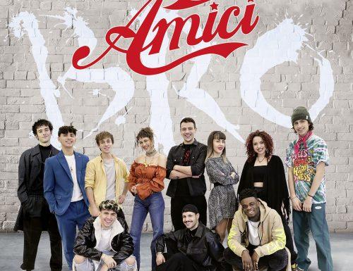 """Da oggi disponibile #AmiciBro, la compilation degli inediti di #Amici20 e le prenotazioni hanno fatto il """"sold out"""" in poche ore: ecco i dettagli"""