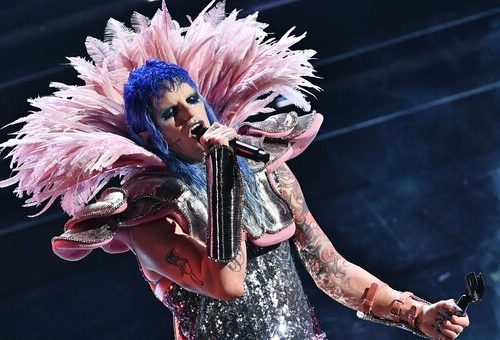 Stasera a #Sanremo2021 cover e duetti: ecco cosa canteranno e tutti gli ospiti presenti