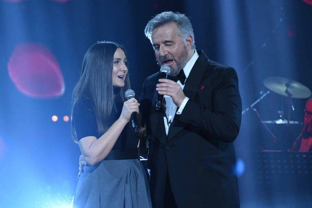 Live 3 aprile 2021 · Una serata tra amici, per festeggiare un protagonista della storia dello spettacolo italiano: Christian De Sica, su RaiUno