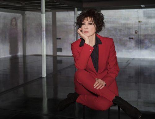 Da stasera al via #AmoreCriminale su #Rai3: voce narrante dei sei episodi è Veronica Pivetti