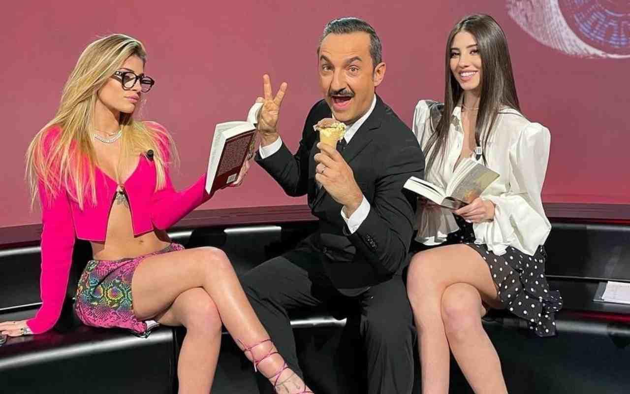 Live martedì 13 aprile 2021 · Le Iene Show 2021 trentacinquesimo appuntamento. Ideato da Davide Parenti, in onda in prime time su Italia1
