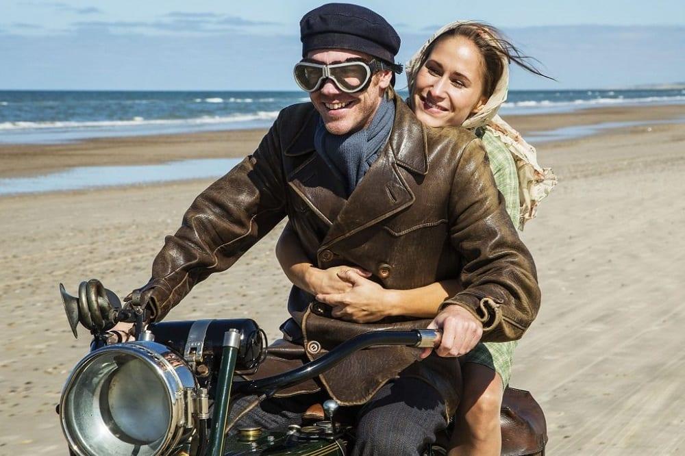 SerieTivu: Seaside Hotel secondo appuntamento. Arriva il period drama ambientato sulle coste del Mare del Nord, in prima visione tv su TV2000