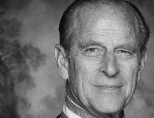 Oggi pomeriggio la tv italiana seguirà i Funerali del Principe Filippo: dirette su #Canale5, #Rai1 e #La7