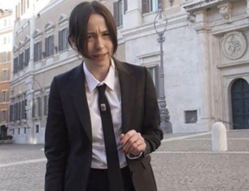 """Aurora Ramazzotti si sfoga: """"Quelli che ti fischiano per strada non sanno cosa si prova"""""""