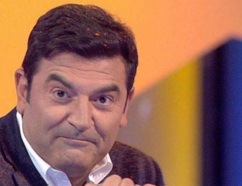 Sostituzione a #Tv8: esce Enrico Papi (direzione #Mediaset) ed entra Max Giusti, l'indiscrezione!