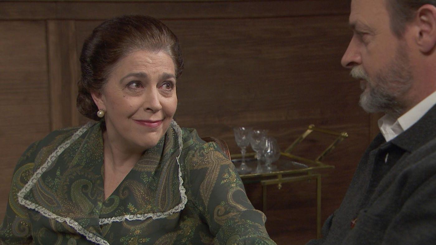 Il Segreto puntata del 2 maggio 2021: Isabel conferma ad Adolfo i suoi dubbi. Arrivano novità dagli Arcangeli. Ramon chiede aiuto: Marta è priva di sensi