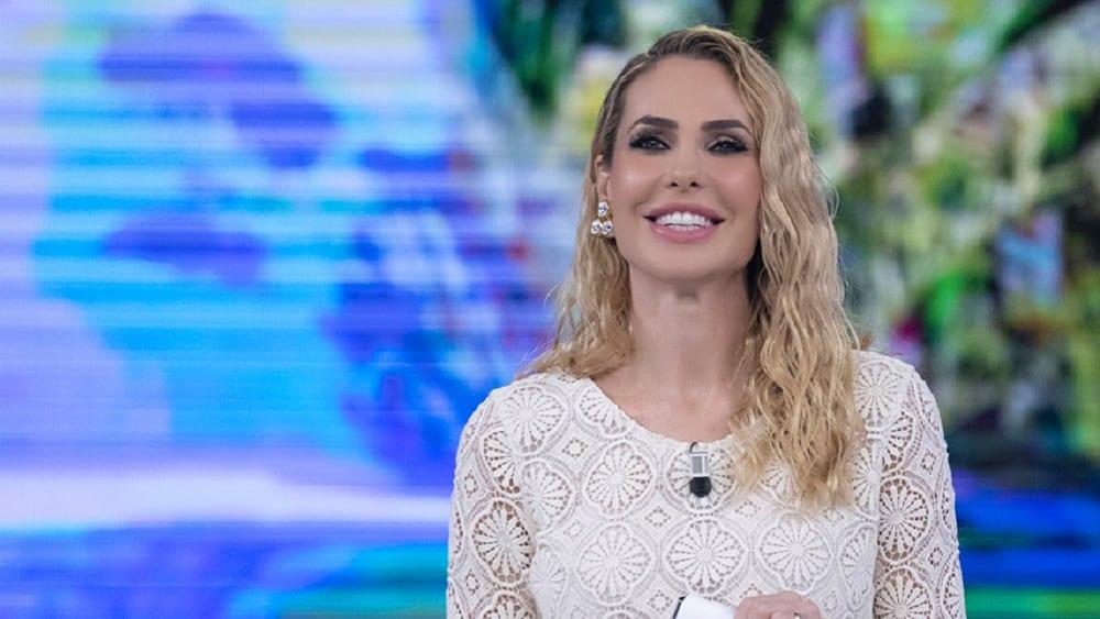 Live 10 maggio 2021 · L'Isola Dei Famosi 2021, sedicesima puntata. La nuova Isola è condotta da Ilary Blasi, in prima serata su Canale5