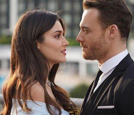 SerieTivu: Love is in the air settimana dal 7 all'11 giugno 2021 Sen Cal Kapım · HA LUOGO LA FESTA DI FIDANZAMENTO CONTRATTUALE TRA SERKAN ED EDA! IN UN MOMENTO DI RABBIA, LA RAGAZZA FA CREDERE A SELIN CHE LEI E SERKAN ANDRANNO A VIVERE INSIEME!