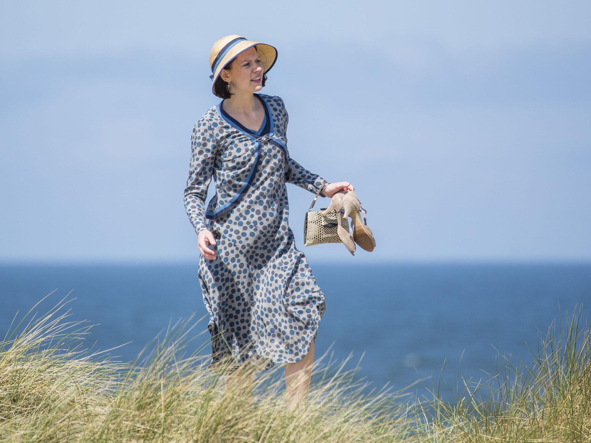 SerieTivu: Seaside Hotel decimo appuntamento. Continua il period drama ambientato sulle coste del Mare del Nord, in prima tv su TV2000