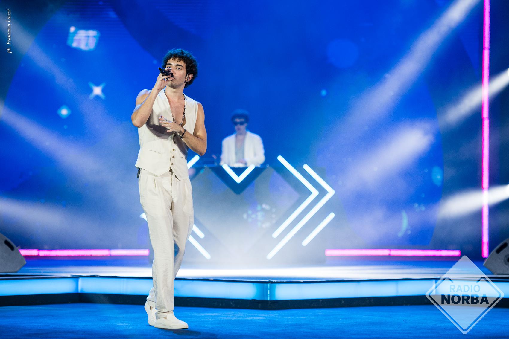 Live 20 luglio 2021 · Battiti Live 2021 secondo appuntamento. Condotto da Alan Palmieri con Elisabetta Gregoraci, in prime time su Italia1