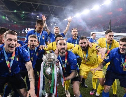 TuttalaTivu · GuidaTV 15 Luglio 2021: A grande richiesta la finale di Euro 2020 Italia vs Inghilterra e A raccontare comincia tu (Renato Zero). Senza che lo chiedesse nessuno, arrivano le prime tv Nove lune e mezza, Cobra 11 e…