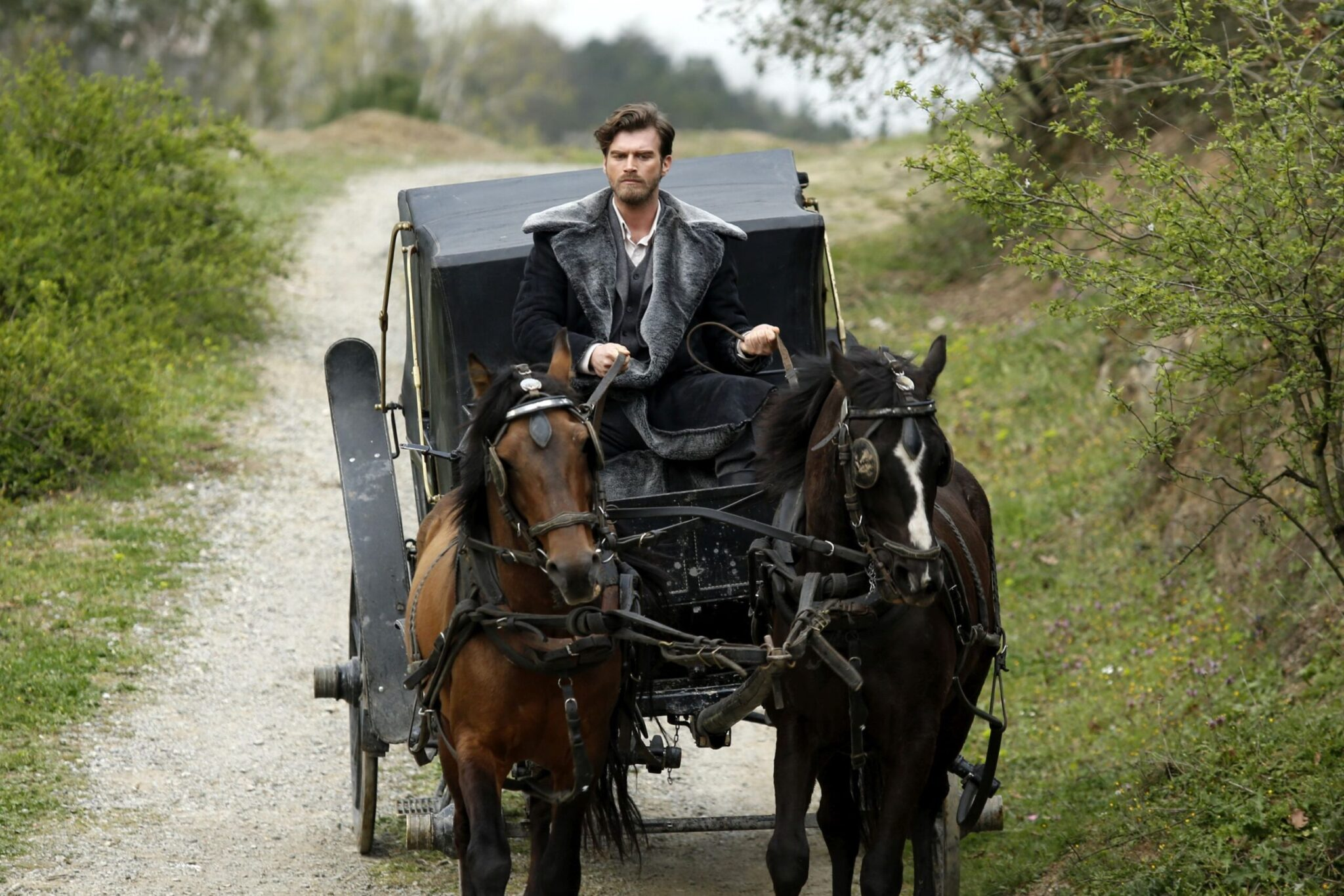 Aspettando Brave and Beautiful, da lunedì alle 14:45 su Canale5, conosciamo meglio Kıvanç Tatlıtuğ, il protagonista della serie Cesur ve Guzel
