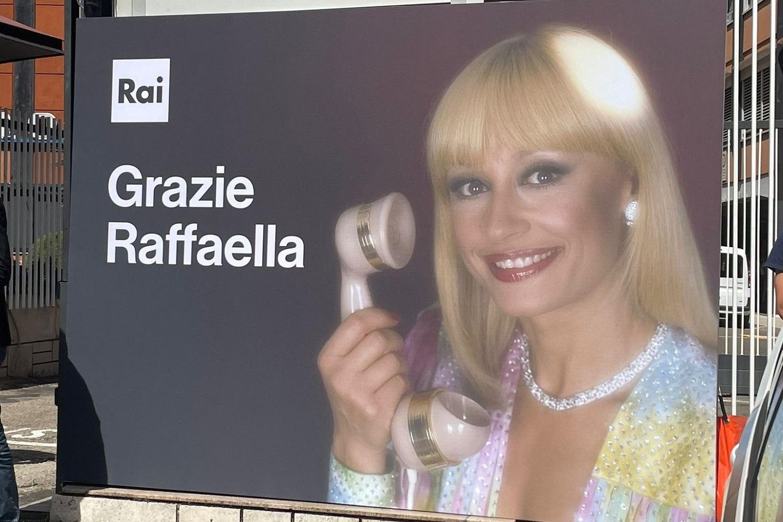 AscoltiTV 9 luglio 2021: L'ultimo saluto a Raffaella Carrà da parte del suo pubblico che tanto l'ha amata, tra i solenni funerali, gli speciali e Techetechetè
