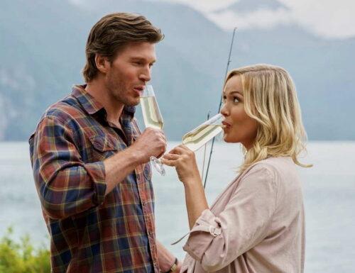 CinemaTivu · Campeggio a 5 stelle (USA/Can 2020), con Emily Ullerup e Christopher Russell, diretto da Marita Grabiak, in prime time su Rai1