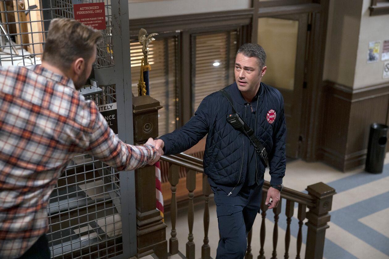 SerieTivu: Chicago Fire 8 settimo appuntamento. Tornano i pompieri e i paramedici del Chicago Fire Department, in prima tv free su Italia1