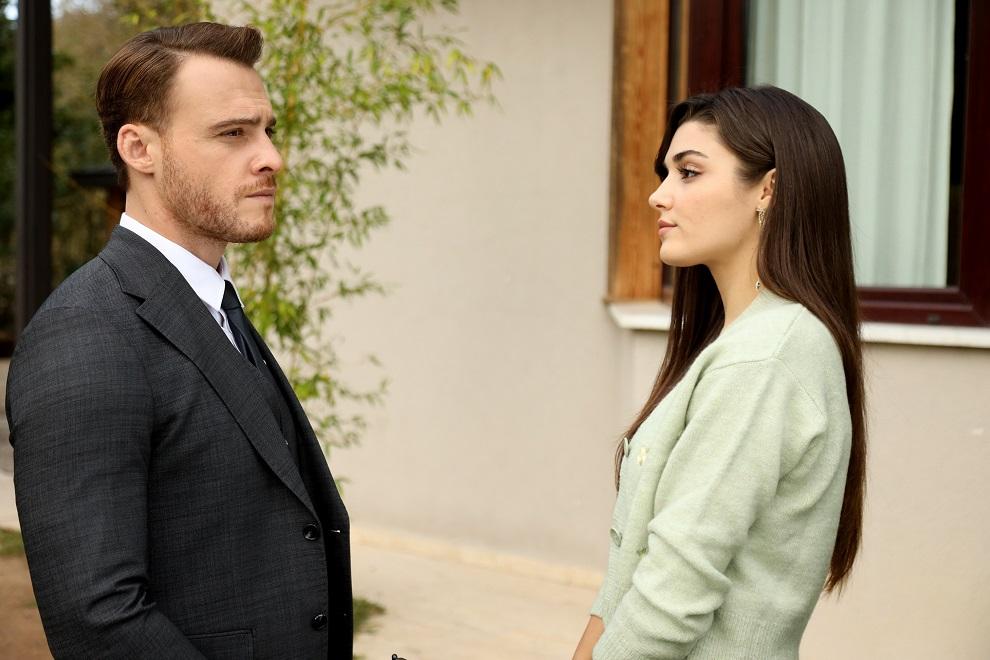 Love is in the air settimana dal 9 al 13 agosto 2021: Eda e Serkan ristrutturano la casa dei Kafescioglu. Molti equivoci faranno credere che Eda sia incinta