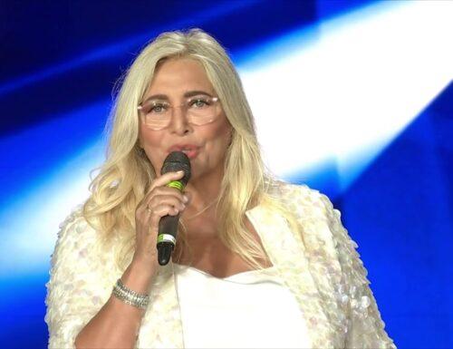 Mara Venier signora della domenica… Ma dal lunedì al sabato atteggiamenti poco signorili, come ieri sera al Premio Biagio Agnes!!