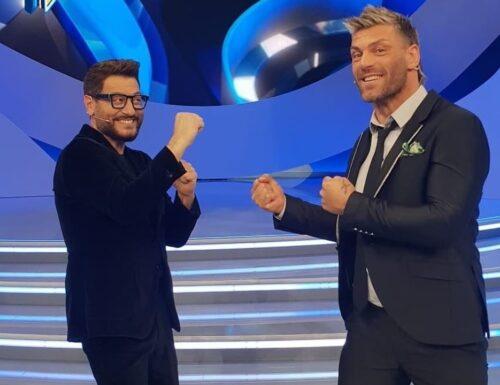 Live 3 ottobre 2021 · Scherzi a parte, quarta puntata. Con Enrico Papi, torna lo storico programma di candid camera ai vip, su Canale5